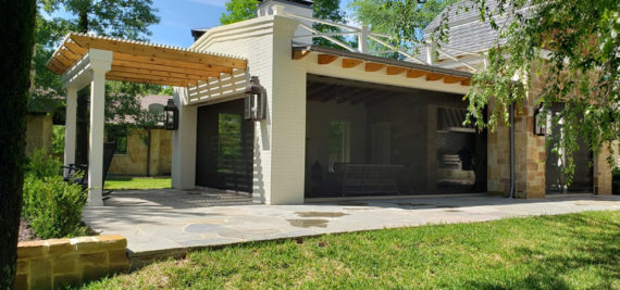 Louisville patio with retractable screens Kentucky